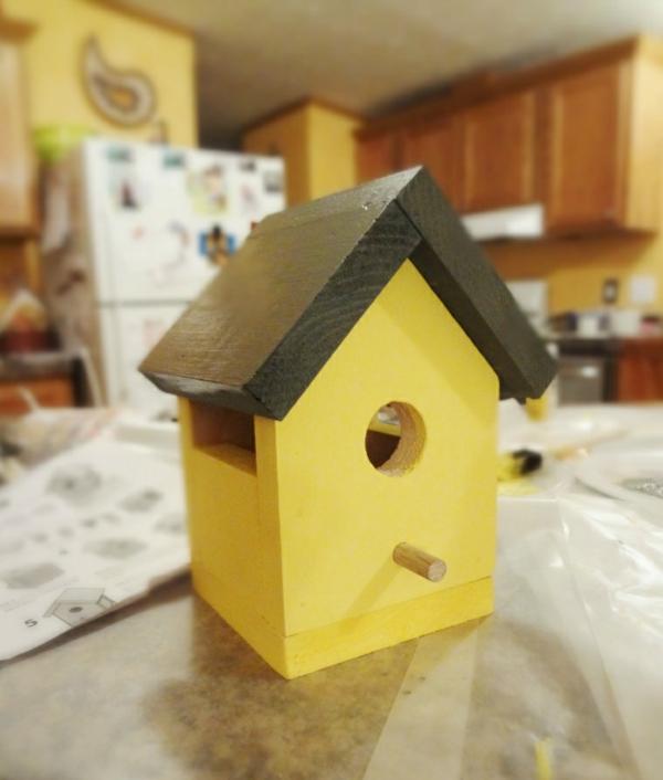 gelbes vogelhaus selber bauen