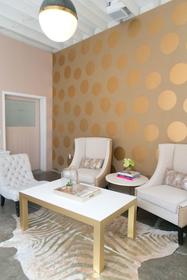 goldene tapeten strahlen w rme aus und sorgen f r magische momente. Black Bedroom Furniture Sets. Home Design Ideas