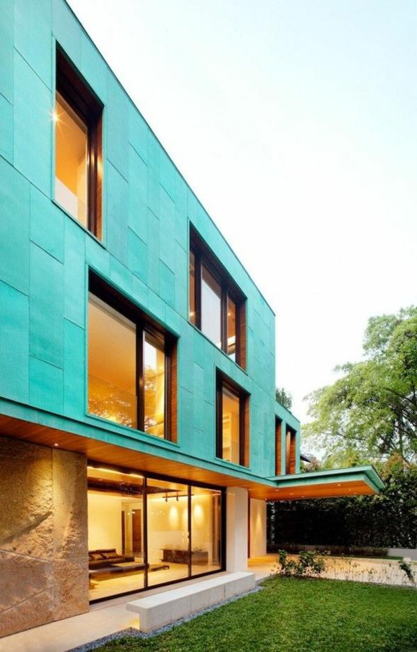 grelle farben an der hausfassade