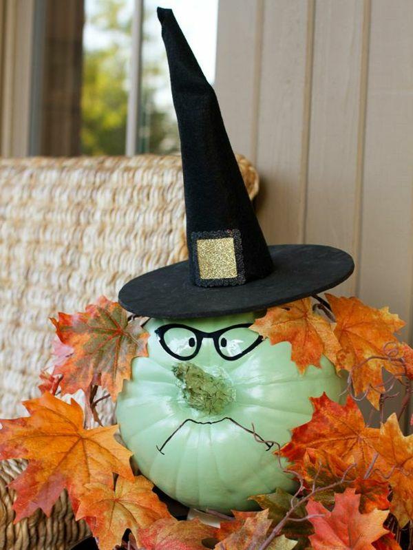 halloween deko kürbis einfärben mintgrün brille hexenhut herbstblätter