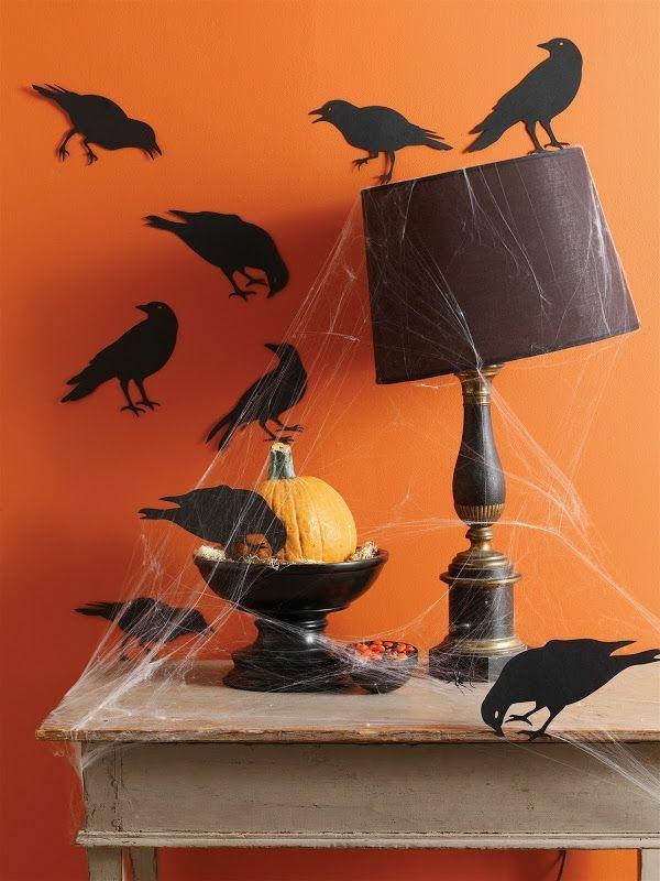 halloween deko kürbis wandfarbe orange blau krähen
