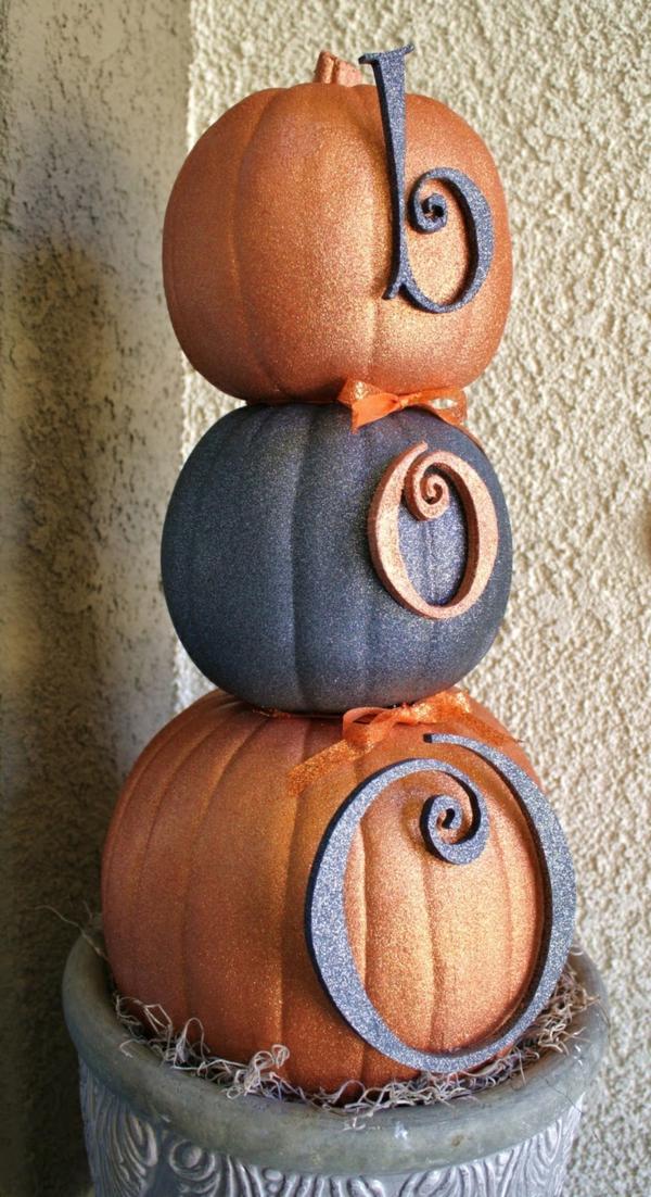 halloween dekoration eingangsbereich kürbisse glitter boo