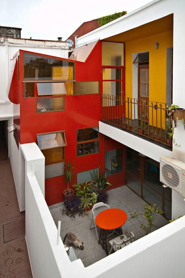 hausfassade farbe farbgestaltung stadtwohnung dachterrasse  Hausanstrich Farbe rot weiß gelb