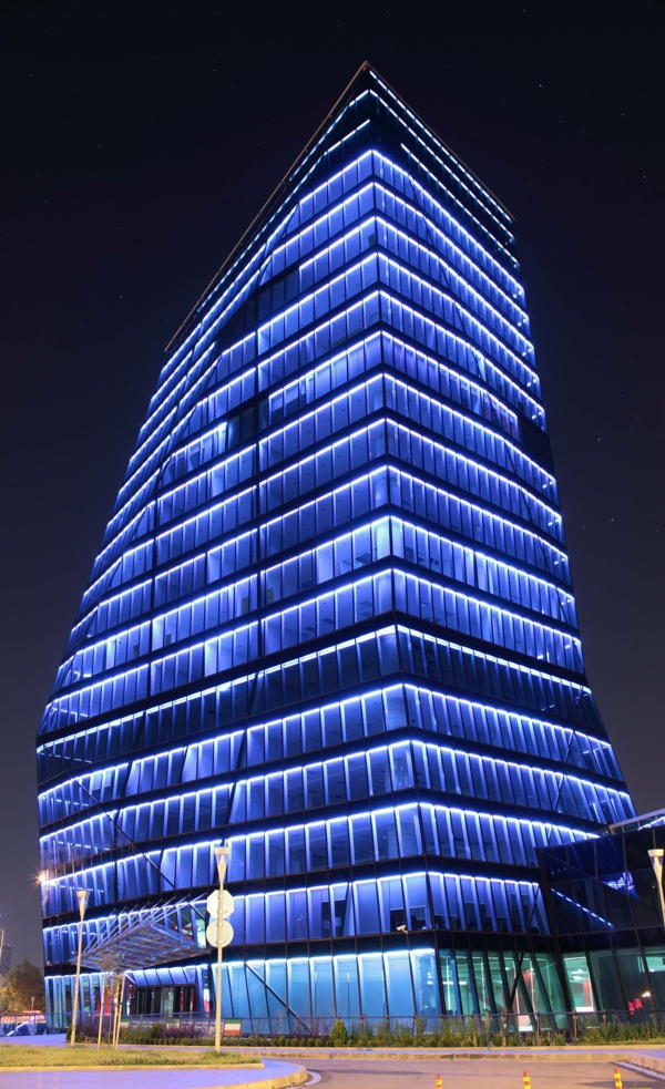 gebäude blaues licht hochhaus