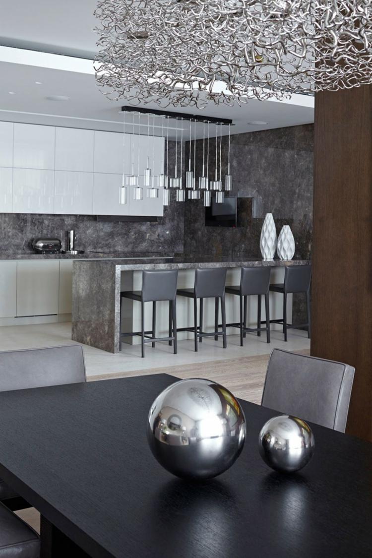 innendesign ideen küche und essbereich kücheninsel silber farbakzente