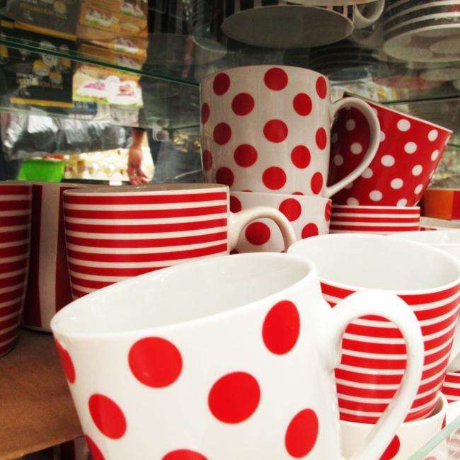 kaffeeservice rot weiß streifenmuster pünktchenmuster teetassen tafelservice günstig kaufen
