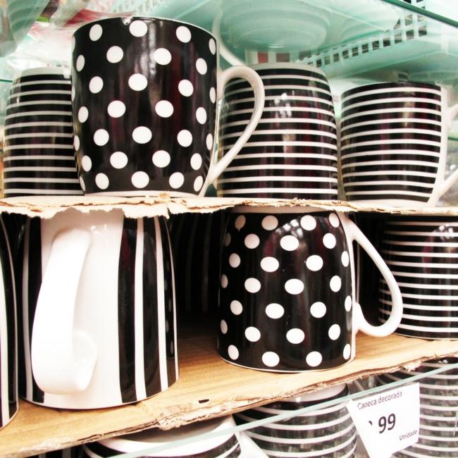 kaffeeservice schwarz weiß streifenmuster pünktchenmuster teetassen wohnaccessoires