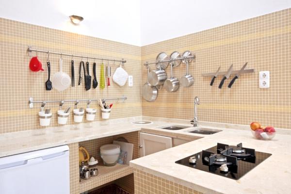 k chengestaltung ideen mehr platz in der kleinen k che. Black Bedroom Furniture Sets. Home Design Ideas