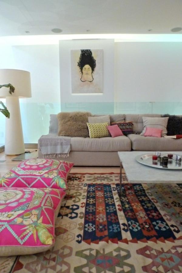 loft apartment wandgestaltung dachfenster rosa betwäsche