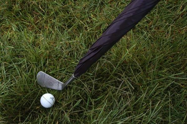 lustige golfstock regenschirme golf spielen