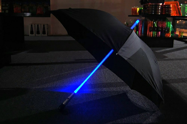lustige leuchtend regenschirme laser hell