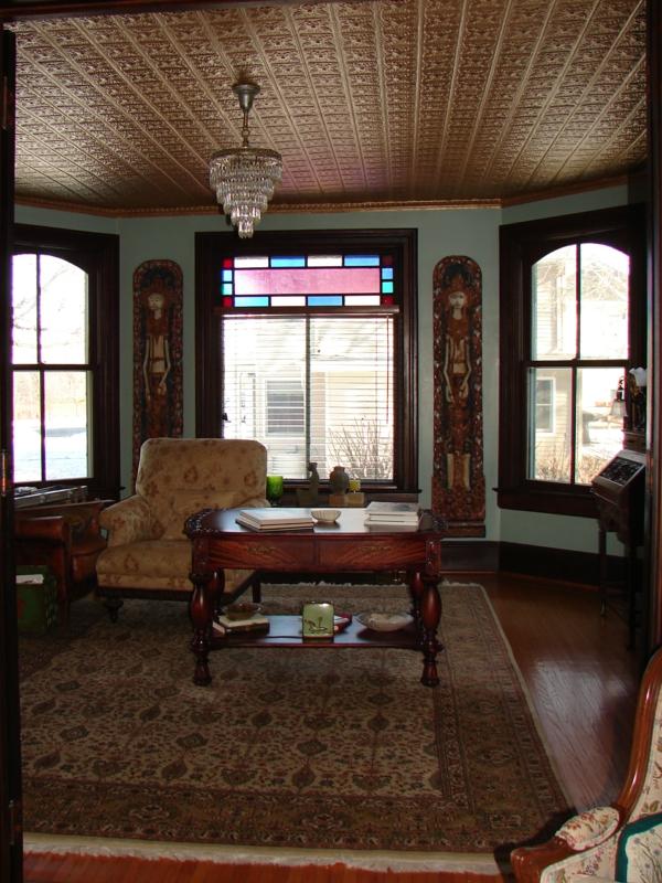 luxuriöses wohnzimmer metallic decke