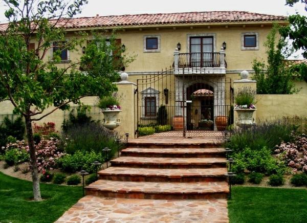 Fassadengestaltung beispiele mediterran  Hausfassaden – Beispiele und Tipps mit Mauern und Pforten