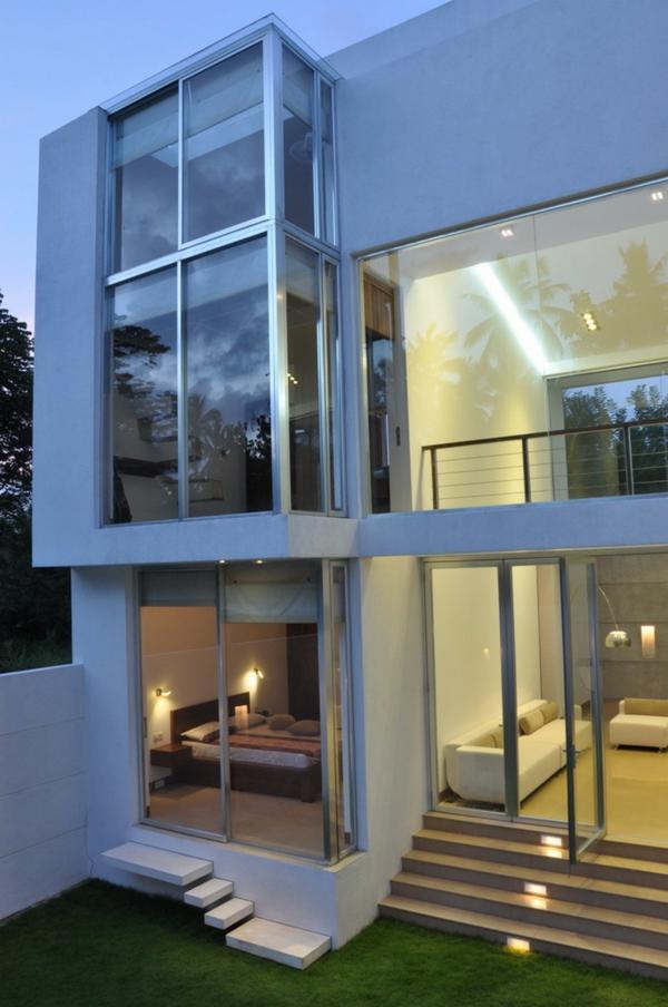 moderne architektur mit glas fassade