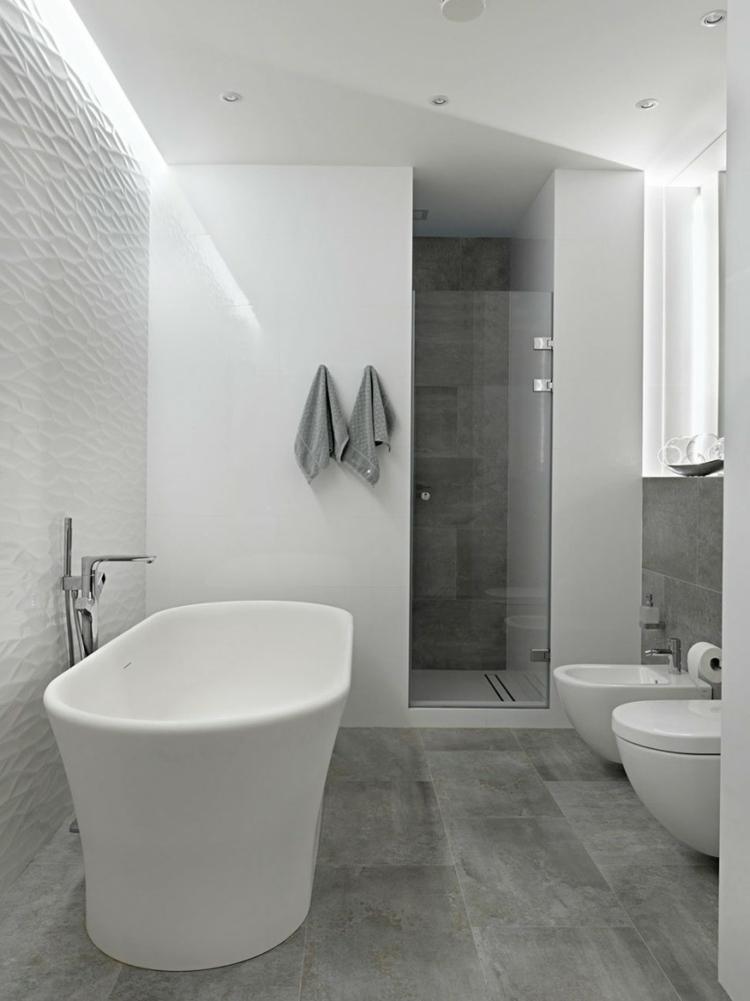 moderne badezimmer freistehende badewanne bodenfliesen betonoptik duschkabine