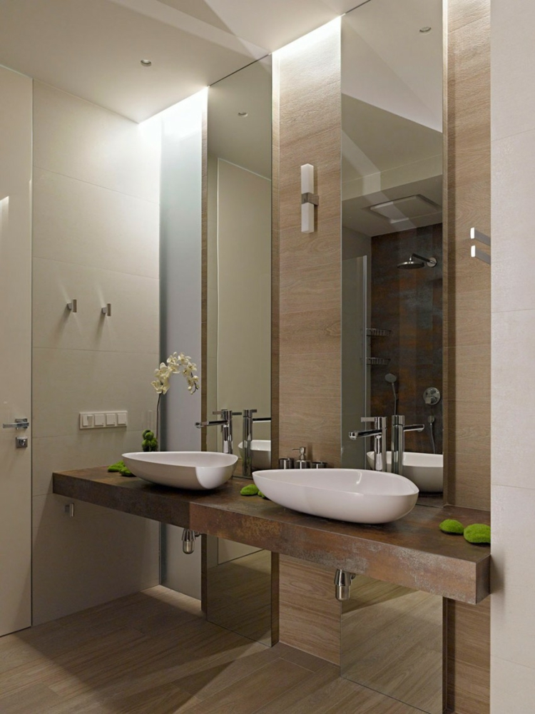 moderne badezimmer waschbecken holzoptik wandspiegel dusche holzboden