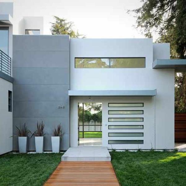 moderne fassade in weiß und grau