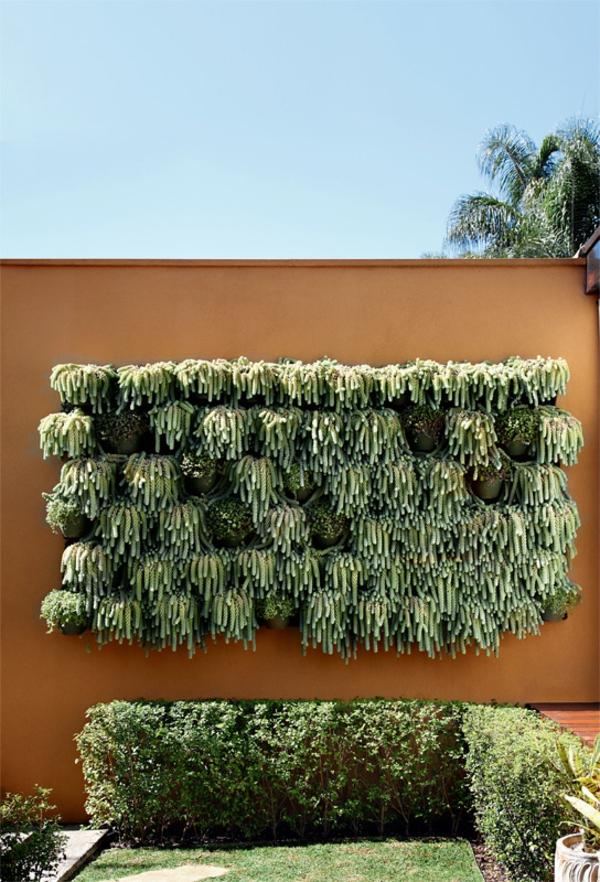 moderne terrassengestaltung stadtwohnung hecke hängender garten