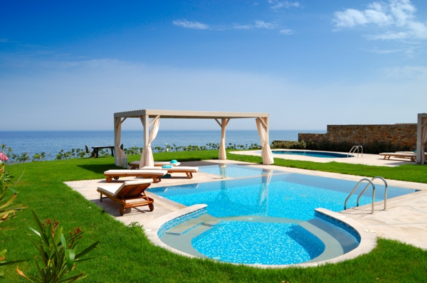 moderne wohnideen großer garten mit schwimmbad