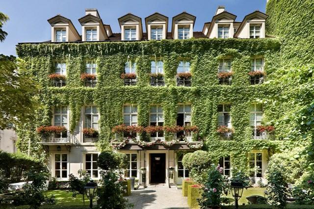 romantisches hotel paris Pavillon de la Reine facade medres house