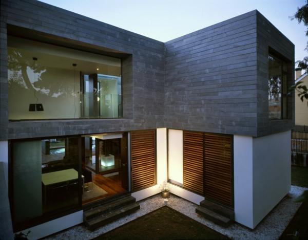 sch ne fassade wei steinwand glas panoramafenster. Black Bedroom Furniture Sets. Home Design Ideas
