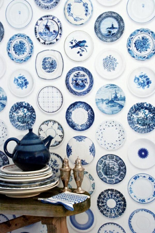 wandtapeten tapetenmuster teller retro design küche esszimmer wandgestaltung ideen