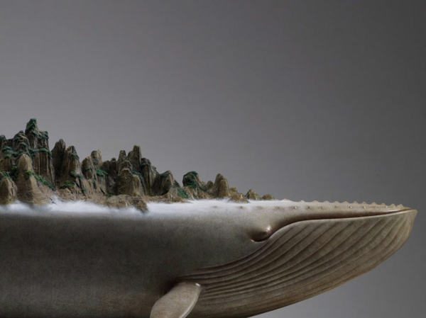 surrealistische tier skulpturen tragen die erde auf dem r cken. Black Bedroom Furniture Sets. Home Design Ideas