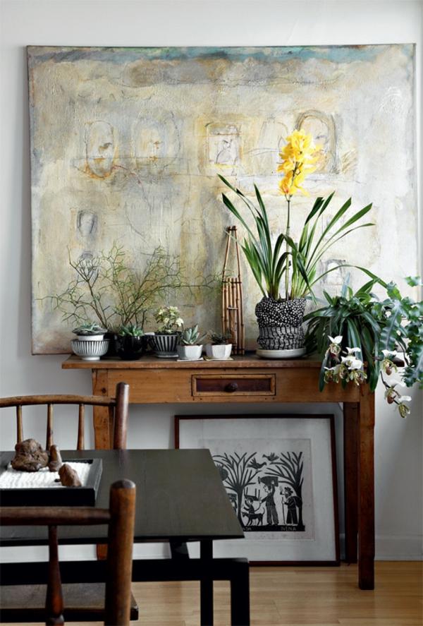 terrassengestaltung ideen holzmöbel holztisch stühle topfpflanzen wanddeko