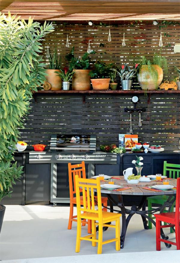 terrassengestaltung modern balkonmöbel holztisch stühle outdoor küche