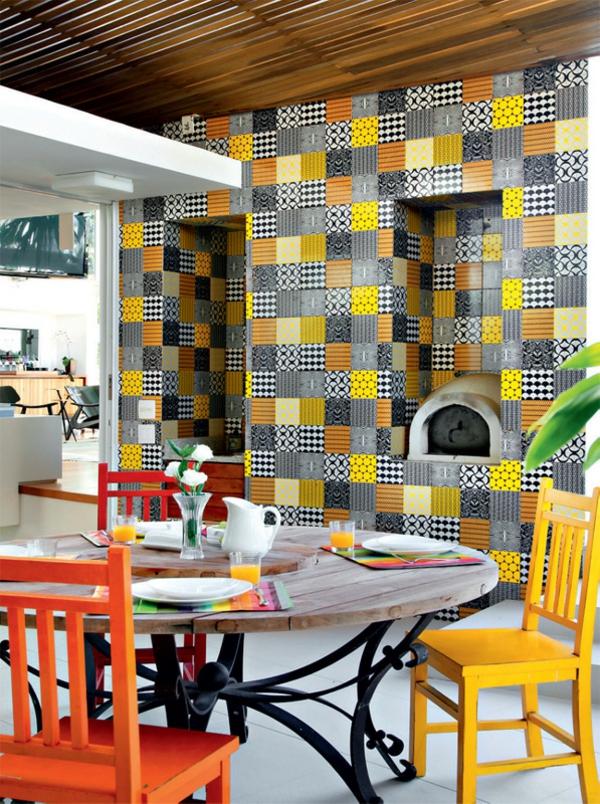terrassengestaltung modern balkonmöbel holztisch stühle terrassenüberdachung wandfliesen