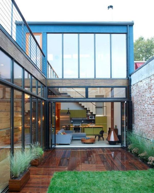 toll aussehendes haus mit glasfassaden