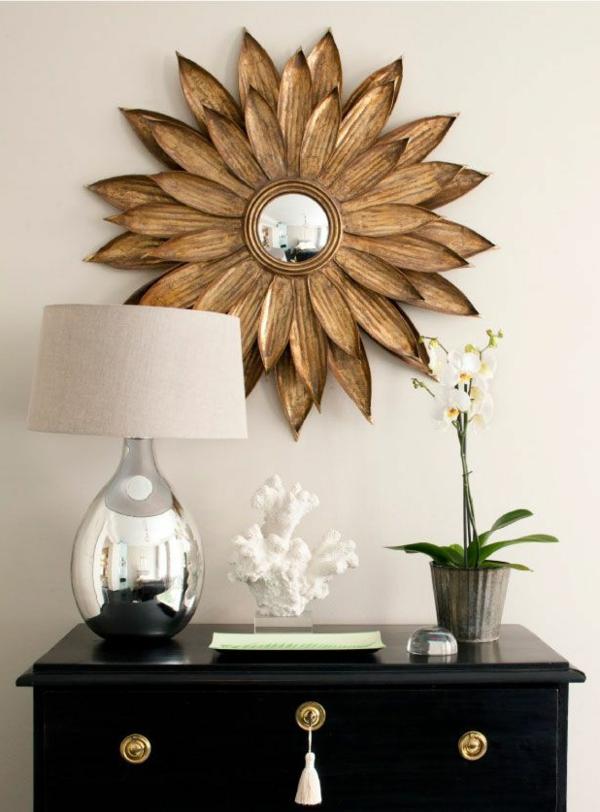 tolle dekoration aus bronze an der wand