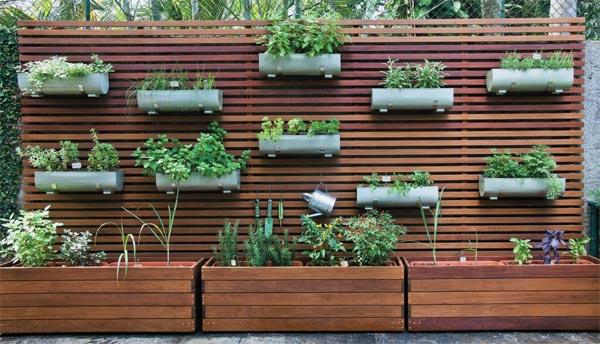 Horizontaler Garten durch holzpaneele einen vertikalen garten für ihr zuhause erschaffen