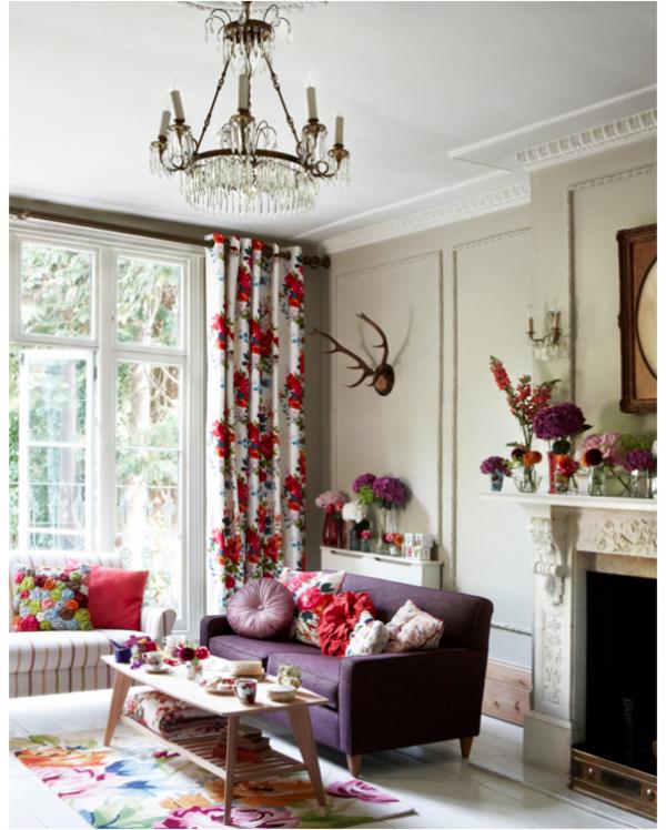 violettes sofa rote elmente im interieur