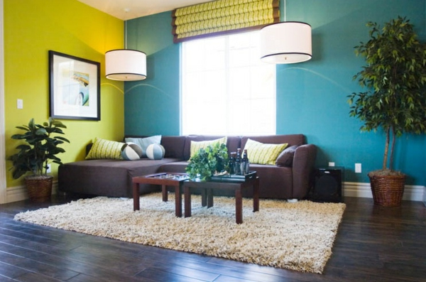 wandfarben wohnzimmer grün blau farbmischung lila sofa