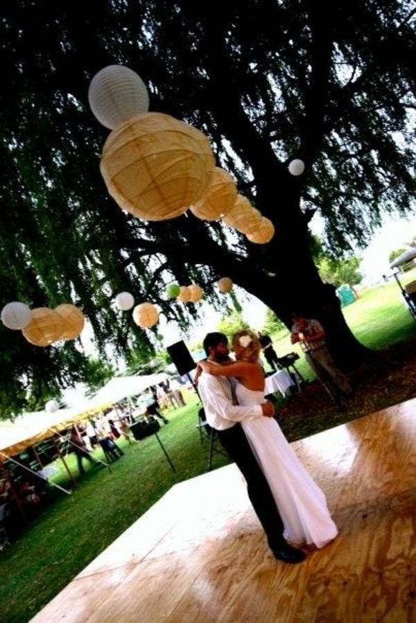 gelb weiß Hochzeiten dekoideen baum papier kreise