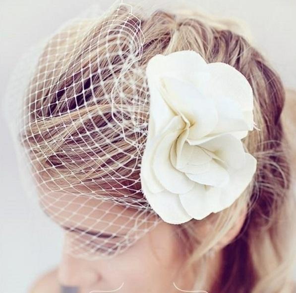 die perfekte DIY Hochzeit dekoideen kopf schmuck weiß