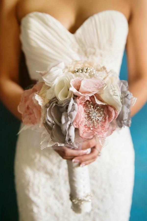 die perfekte DIY Hochzeit brautkleid dekoideen kunststoff blumen