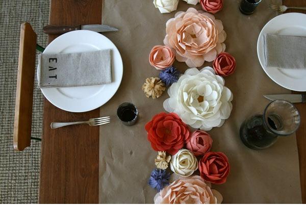 teller besteck speisen Hochzeit dekoideen rosen bunt