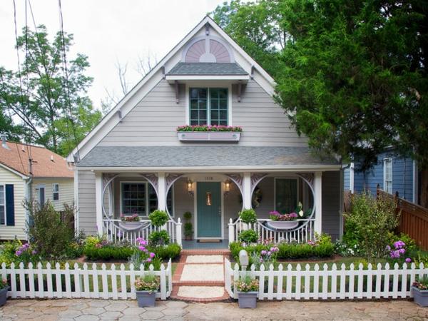 Fassadengestaltung Einfamilienhaus vorgarten gestalten pflanzen gartenzaun holz
