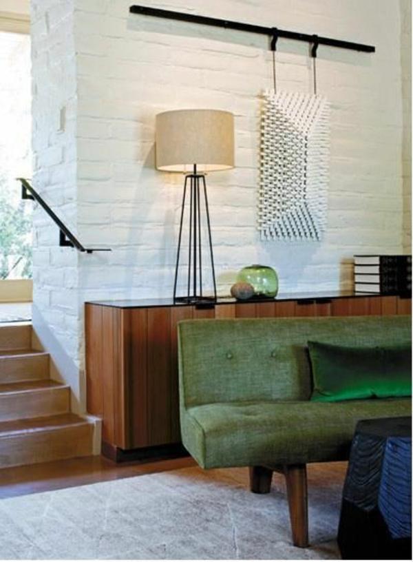 Grüne Sofas stehlampe weiß ziegelwand kommode holz