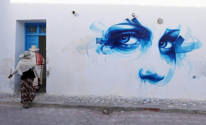 150 graffiti k nstler versch nern den look eines d rfchens. Black Bedroom Furniture Sets. Home Design Ideas