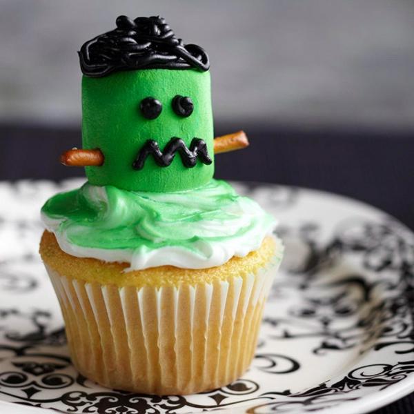 Grusel Muffins backen halloween gebäck cupcakes grüne außerirdischer