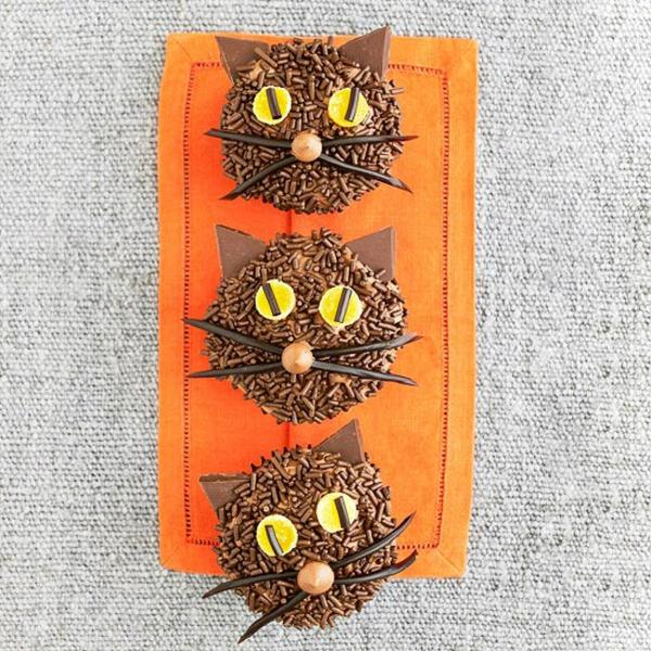 Grusel Muffins backen halloween gebäck cupcakes schwarze katzen