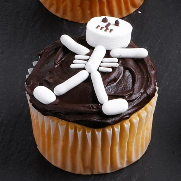Grusel Muffins backen halloween gebäck cupcakes skelett