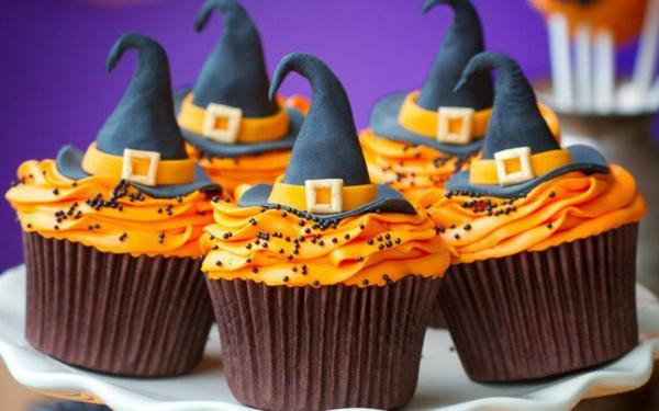 Grusel-Muffins-halloween gebäck halloween backen Halloween Party Rezepte cupcakes mit hexenhut