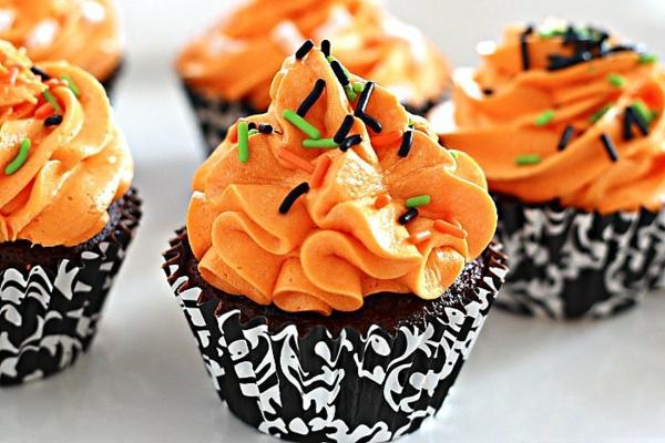 Halloween Party Rezepte halloween gebäck cupcakes rezept Grusel Muffins orange