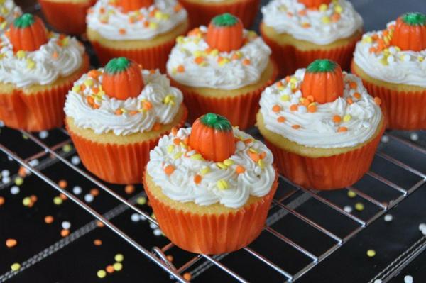 Halloween Party Rezepte orange Grusel Muffins backen halloween gebäck cupcakes