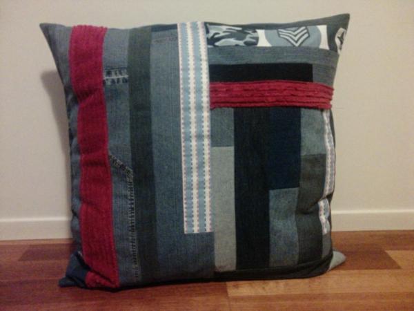 Kissenhüllen aus Jeans kissenbezüge klamotten grau rot