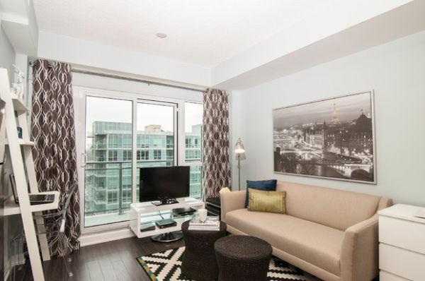 gardinen Braun wohnzimmer glas sofa leder